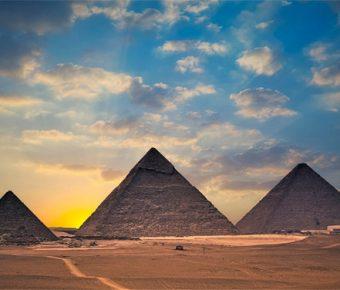 【PPT金字塔背景】高質量的4張PPT金字塔背景模板下載,靜態埃及背景素材的樣式作業檔