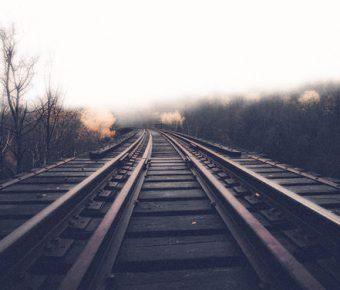 【PPT鐵軌背景】卓越的13張PPT鐵軌背景模板下載,靜態鐵道圖片素材的樣版作業檔