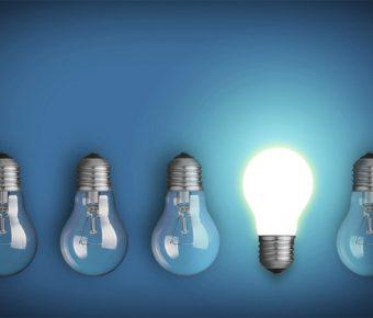 【PPT燈泡背景】完美的2張PPT燈泡背景模板下載,靜態燈泡圖案素材的佈景作業檔